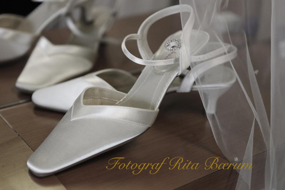 Bildet fra Booking av bryllupsfotograf - bryllupssko og slør